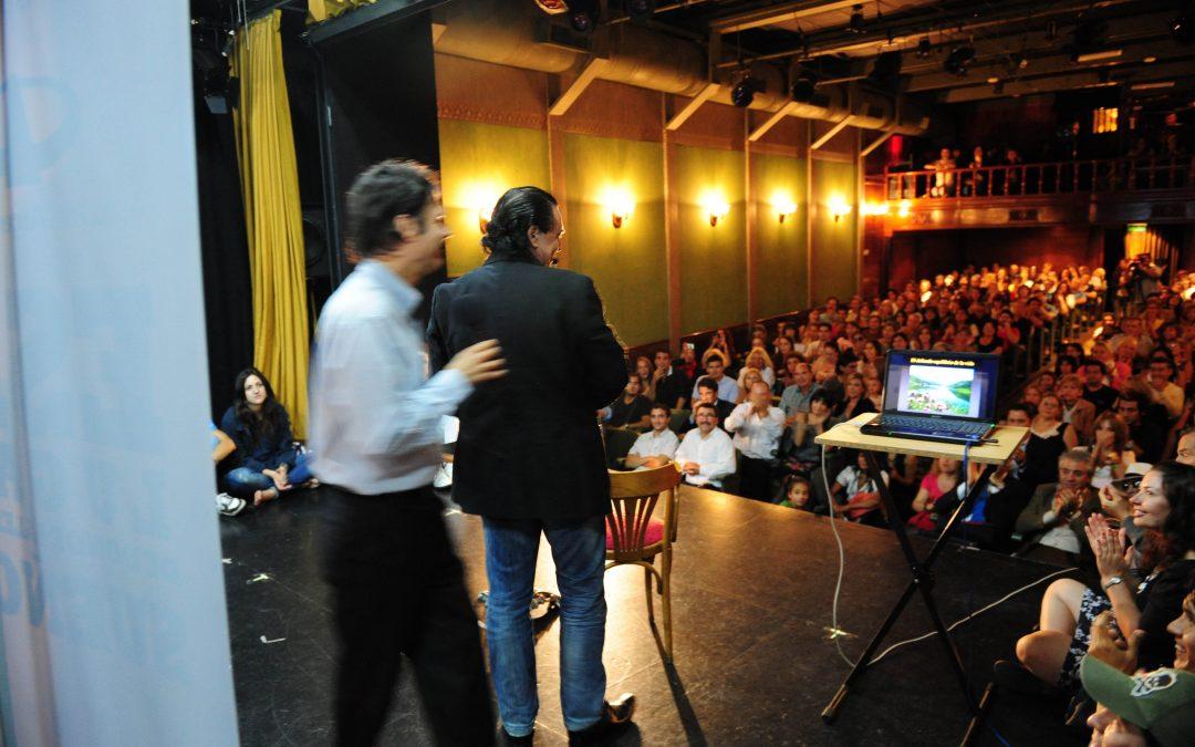 Conferencia de la Fundación Códigos sobre Cambio Climático enel Teatro La Casona de Buenos Aires.