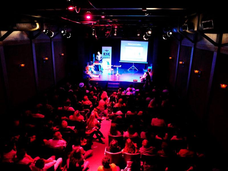 Conferencia Alerta Global de luis seguessa en Teatro La Casona de Buenos Aires