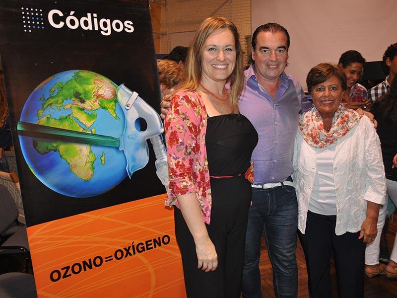 Adriana Exposito, Luis Seguessa y Maria Luisa Cordone en la conferencia Alerta Global