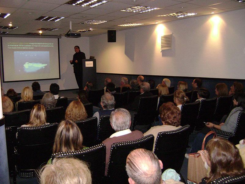 Conferencia Alerta Global, Luis Seguessa en el Auditorio del diario La Capital