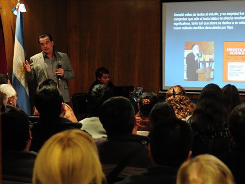 Conferencia Alerta Global en Salta Luis Seguessa