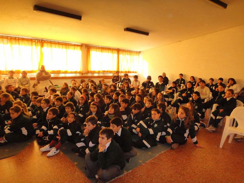 Conferencia Alerta Global en escuela con Luis Seguessa