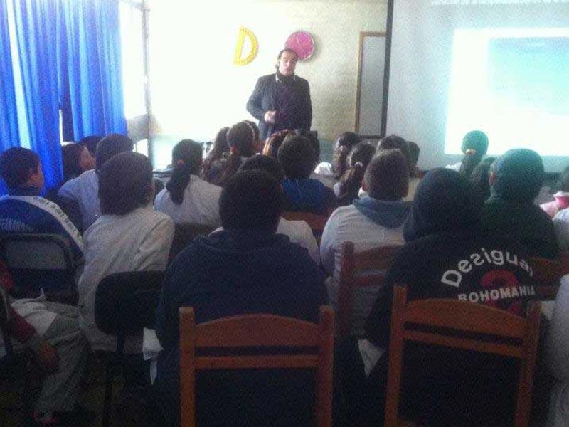 Conferencia Alerta Global en escuela de Maldonado con luis seguessa