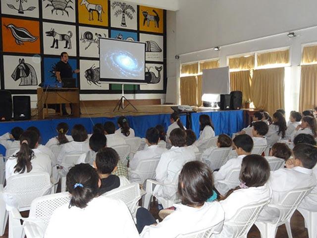 Conferencia Alerta Global en escuela primaria, Uruguay