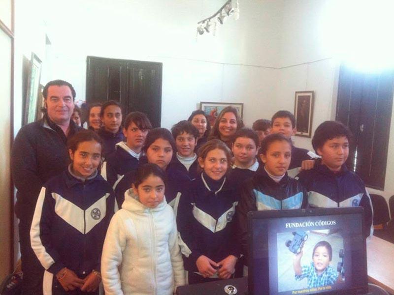 Escuela de Uruguay recibe conferencia alerta global de Luis Seguessa