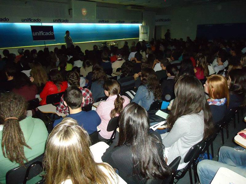 Grupo Unificado, Porto Alegre. Conferencia del investigador Luis Seguessa.