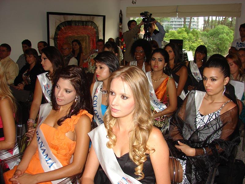 Las representantes de Panama y Brasil durante la conferencia Alerta Global de la Fundación Codigos en Punta del Este