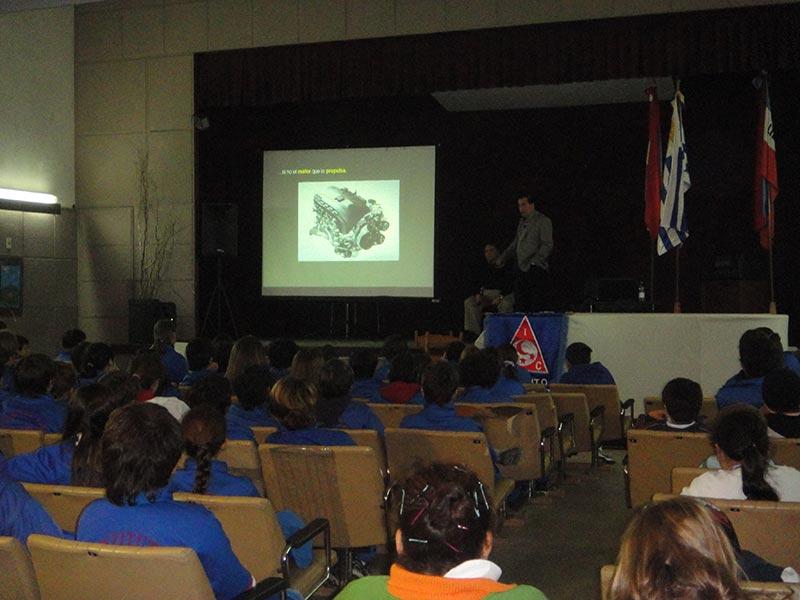 Liceo 1. Conferencia Alerta Global de Fundación Códigos,  Luis Seguessa