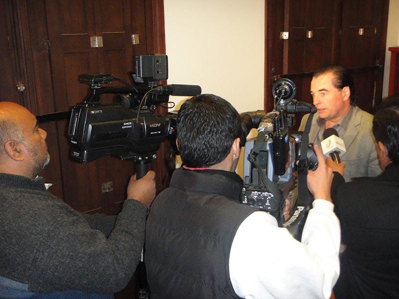 Luis Seguessa en conferencia de prensa en la ciudad de Salta, Argentina