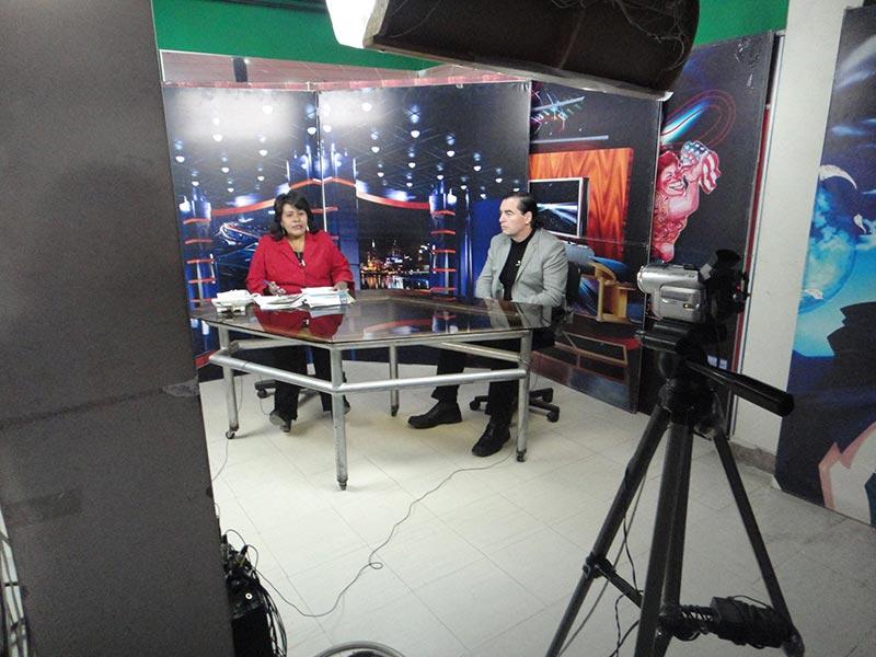 Luis Seguessa en entrevista en la television de Cuzco, Perru