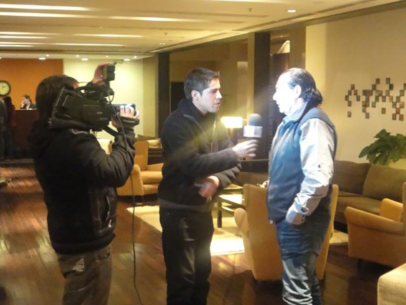 Luis Seguessa entrevistado para la television de Salta, Argentina