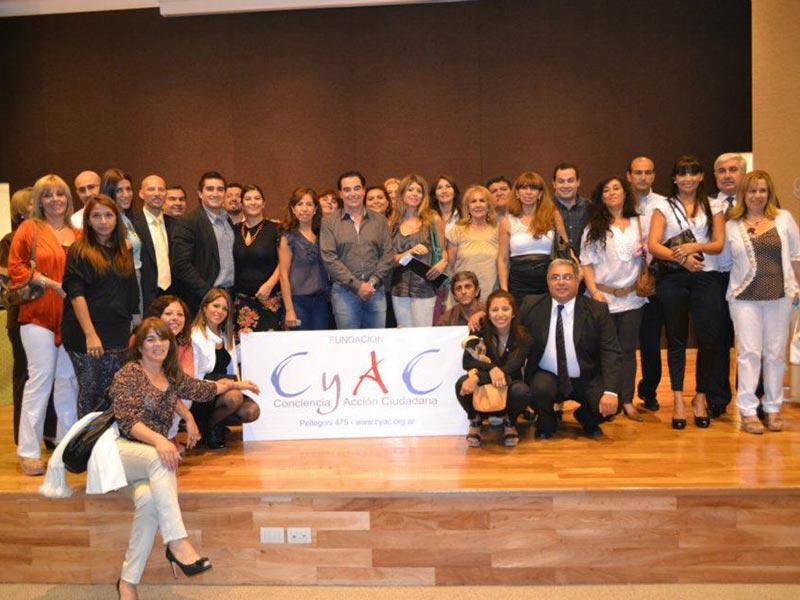 Luis Seguessa junto al equipo de Conciencia y Accion Ciudadana
