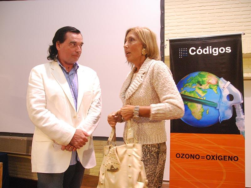Mercedes Menafra y Luis Seguessa luego de conferencia alerta global