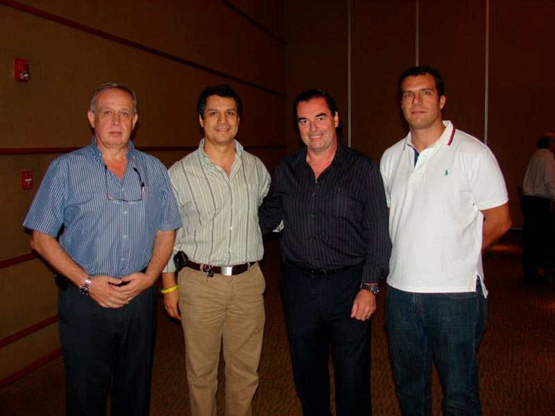 Miguel Martin, Pablo Tome, Luis Seguessa en la conferencia Alerta Global en Paraguay