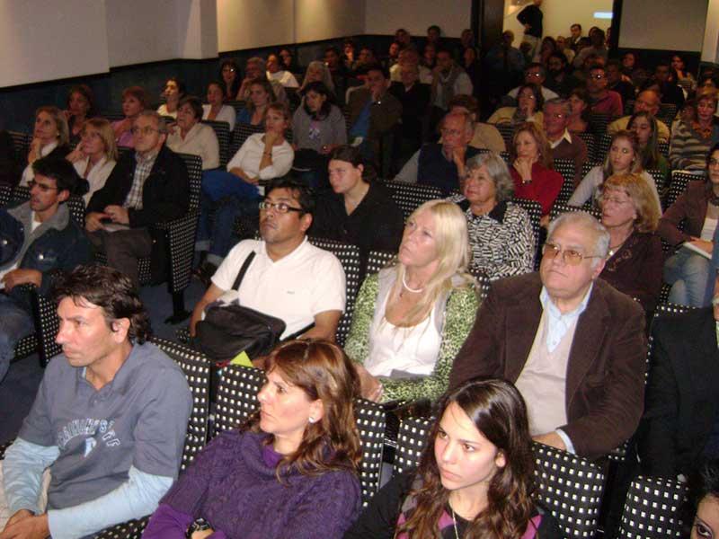 conferencia alerta global de luis seguessa en la capital de rosario