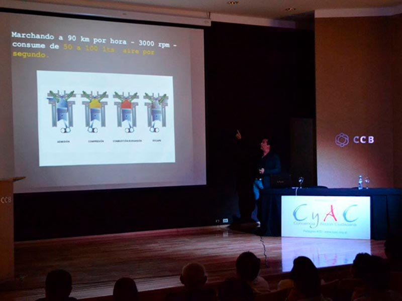 conferencia de luis seguessa en santiago del estero